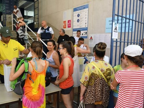 Burkini à Grenoble: le calme revient, le maire en appelle à Macron