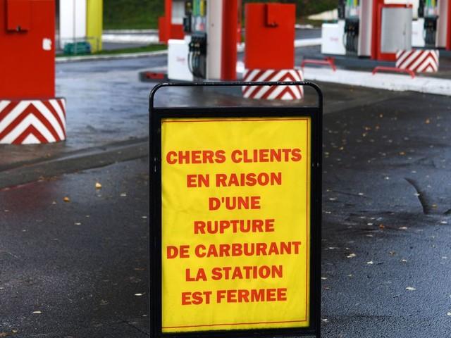 """Blocage des dépôts pétroliers: les professionnels constatent des """"avancées"""""""