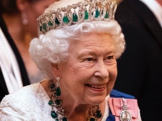 Elizabeth II est triste : Archie ne grandira pas auprès de la famille royale