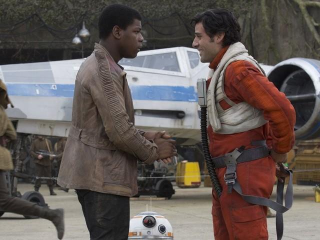 Star Wars : J.J. Abrams assure que Poe et Finn ont «une relation profonde» mais ne sont pas amoureux