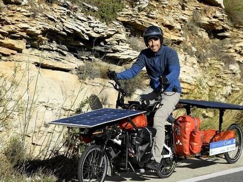 Comment un Alsacien transmet une «écologie positive» avec un vélo solaire