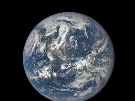 Ils partent en bateau pour prouver que la Terre est plate