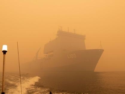 Australie: la marine évacue une ville cernée par les feux de forêt