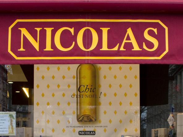 Gérer seul un magasin tout l'été : des étudiants attaquent les caves à vin Nicolas pour salariat déguisé