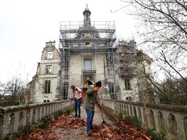Noël à La Mothe Chandeniers, ruine poétique aux 25.000 propriétaires