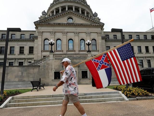 Le Mississippi va changer son drapeau, le dernier à arborer un symbole confédéré