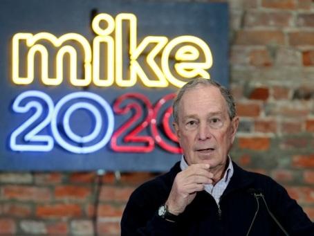 Bataille au centre chez les démocrates, le milliardaire Bloomberg cible de choix