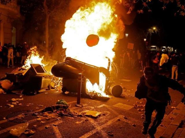 Catalogne : nouvelle nuit de tensions à Barcelone, une grève générale prévue ce vendredi