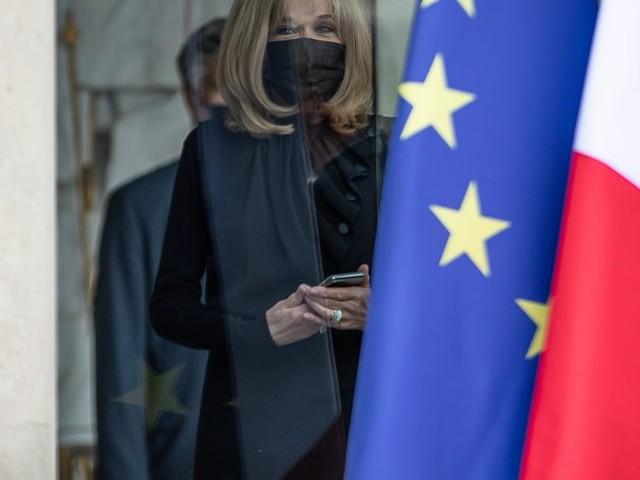 """Brigitte Macron conseillère du Président? """"Elle relit les textes et est derrière la caméra à chaque allocution"""""""