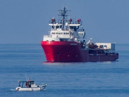 L'Ocean Viking cherche un port sûr pour débarquer 176 migrants