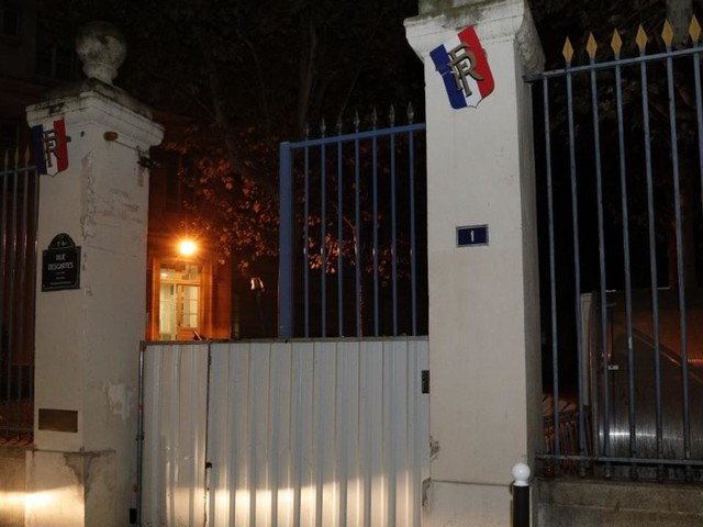 VIDÉO - Contre la précarité étudiante, des manifestants forcent les grilles du ministère de l'Enseignement supérieur