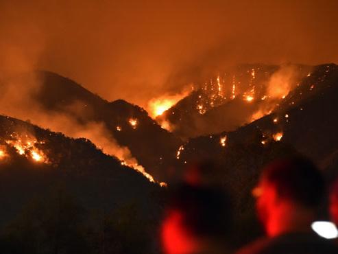 Les pompiers progressent en Californie mais les conditions restent défavorables (vidéo)