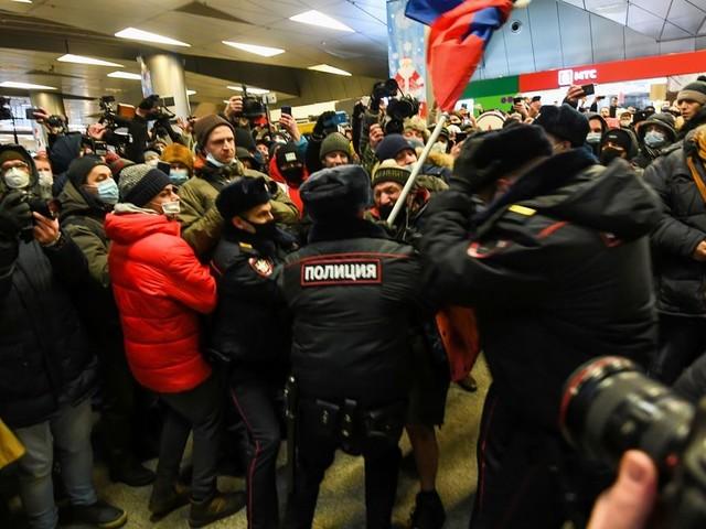 Navalny: plusieurs de ses alliés arrêtés à l'aéroport de Moscou