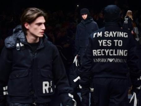 Mode à Milan: tissus recyclés chez Armani, vieux métiers chez D&G