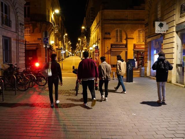 Covid-19: les Bordelais se relâchent peu à l'heure du couvre-feu