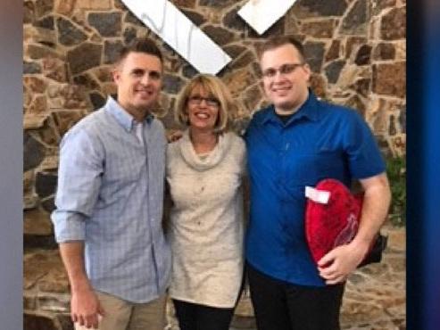 Nés à deux ans d'intervalle, ces deux frères devenus inséparables ont failli mourir du même problème cardiaque (vidéo)