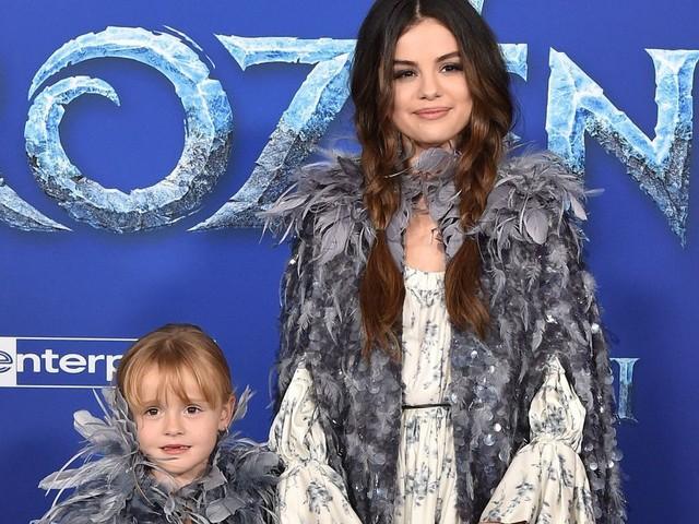 """Selena Gomez et sa sœur sur le tapis de """"La Reine des neiges 2"""" vont vous faire fondre"""