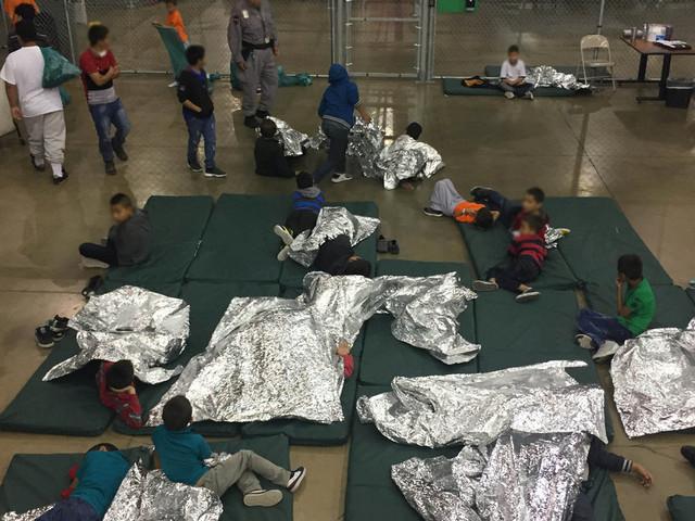 Des enfants migrants séparés de leurs parents et placés dans des cages par l'administration Trump