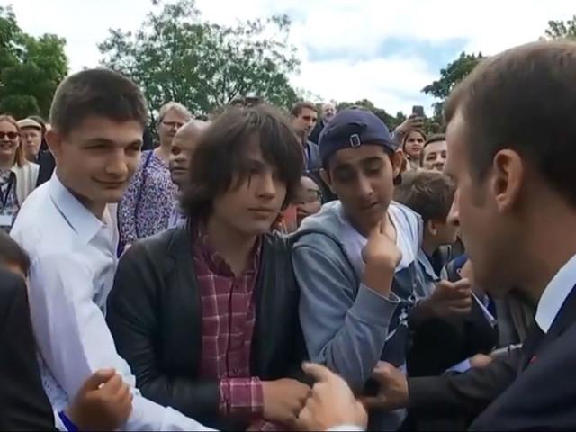 """""""Tu m'appelles Monsieur le président"""" : Emmanuel Macron recadre un adolescent"""