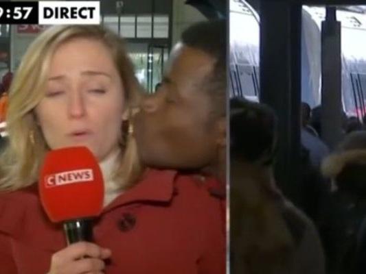 """Embrassée de force en direct, elle s'insurge: les journalistes ne sont pas des """"objets"""""""