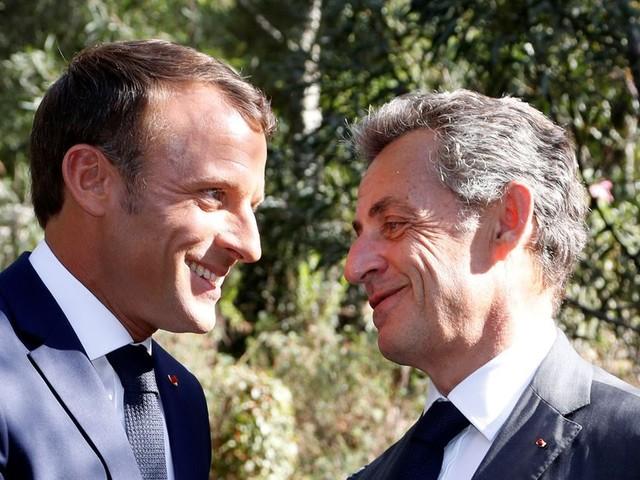 Macron a chargé Sarkozy de représenter la France à la cérémonie d'hommage au sultan d'Oman