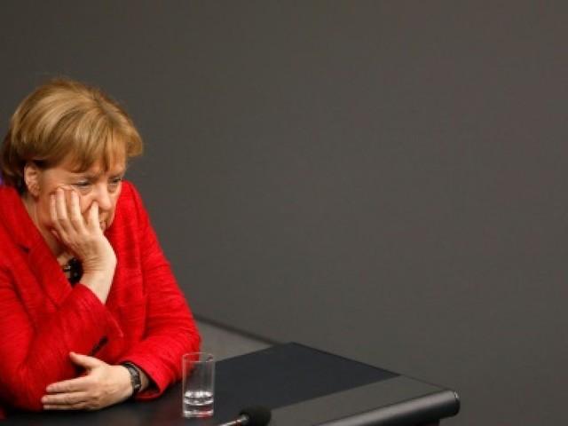 """Allemagne: le sort de Merkel entre les mains des """"camarades"""" du SPD"""