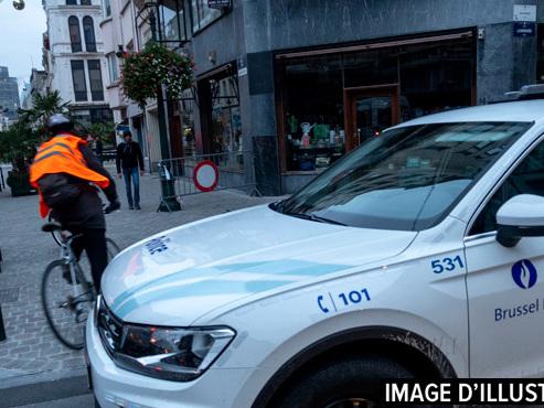 Ixelles: deux policiers blessés par un scooter, une personne en fuite