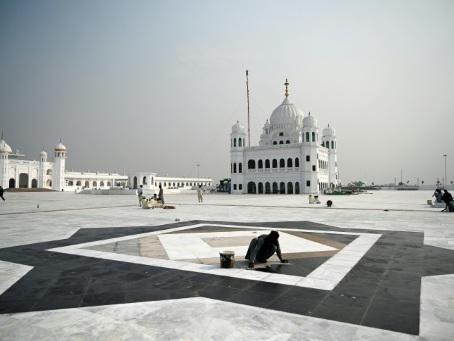 Impatience avant l'ouverture d'un couloir de pèlerinage sikh entre Inde et Pakistan