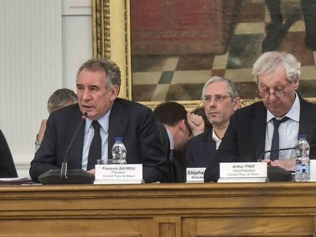 Emplois fictifs du MoDem : le domicile du directeur de cabinet de François Bayrou perquisitionné à Pau