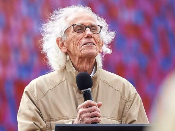 Emballeur du Pont-Neuf et du Reichstag, l'artiste-plasticien Christo est mort à l'âge de 84ans