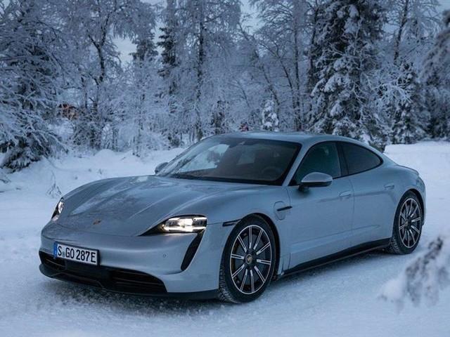 Porsche l'assure : sa Taycan attire des propriétaires de Tesla !