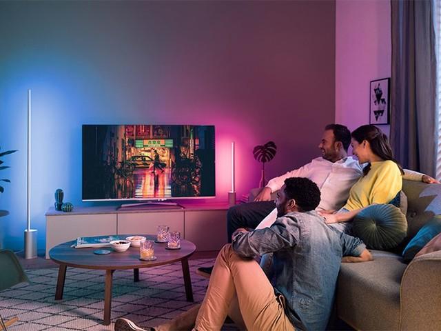 HomeKit : Philips dévoile des barres connectées «Ambilight» à placer derrière son téléviseur