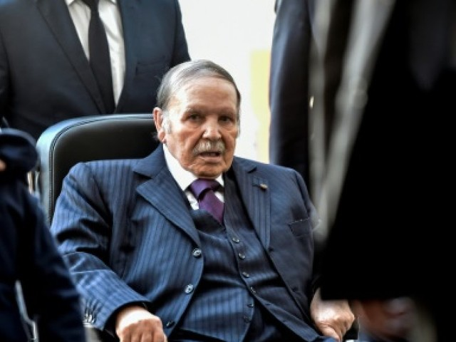 Macron à Alger pour réveiller les liens historiques franco-algériens