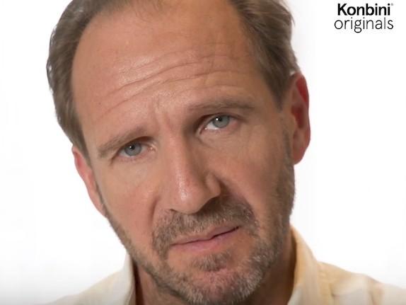 Vidéo : le Fast Life très sérieux de Ralph Fiennes