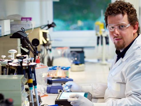 """FIERTÉ pour les travailleurs de GSK Belgique: un nouveau vaccin contre le zona, résultat de 20 ANS d'""""une quantité de travail monumentale"""""""