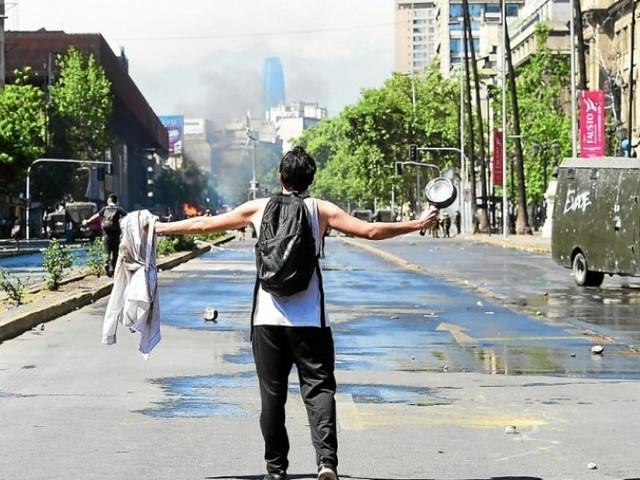 Chili. Nouvelles manifestations, couvre-feu décrété à Santiago