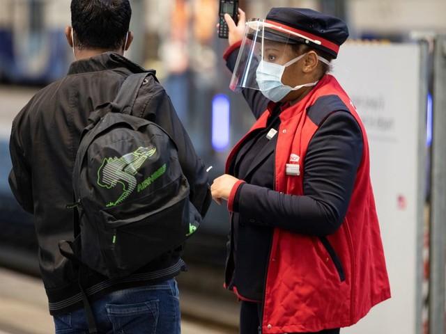 La SNCF teste la prise de température des passagers à la Gare de Lyon, à Paris