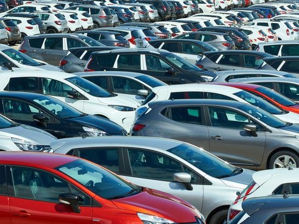 Le marché automobile clôture l'été en fanfare