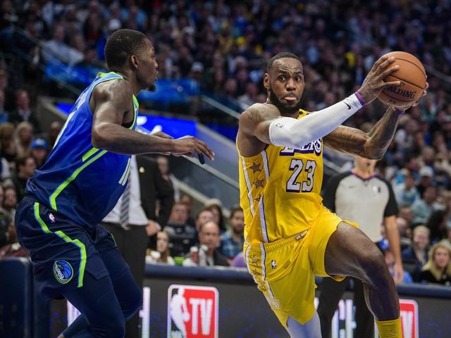 Basket - NBA - NBA : avec un grand LeBron James, les Lakers surclassent Dallas