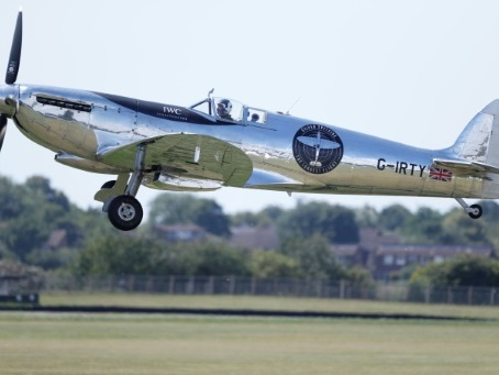Un Spitfire de retour au Royaume-Uni après un tour du monde inédit
