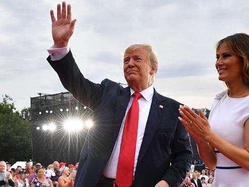 """Trump célèbre l'histoire des Américains pour qui """"rien n'est impossible"""": """"Nous serons de retour sur la Lune"""""""