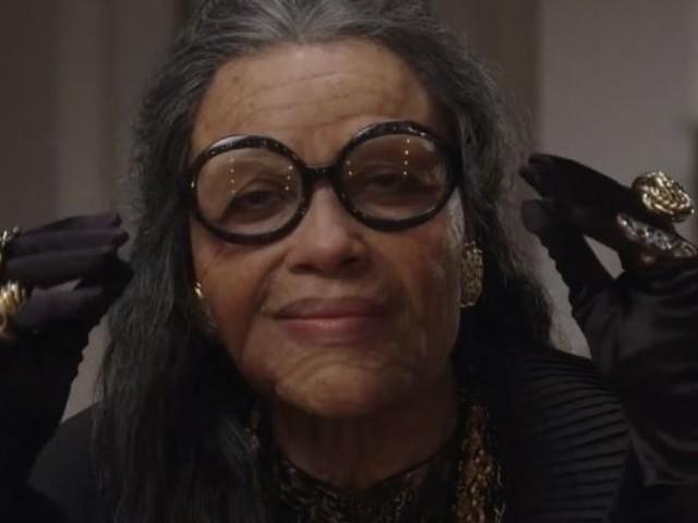 Rosario Dawson, méconnaissable maquillée en mamie