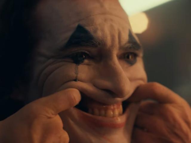 """Le """"Joker"""" de Joaquin Phoenix se dévoile dans une première bande annonce"""