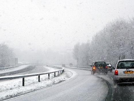 Neige : un mort et 140 000 foyers privés d'électricité dans la Drôme, l'Ardèche et l'Isère