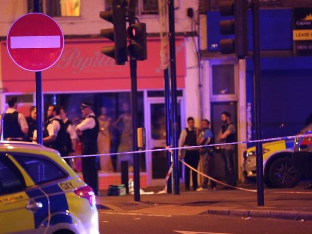 Piétons fauchés devant une mosquée à Londres: 1 mort et 8 blessés