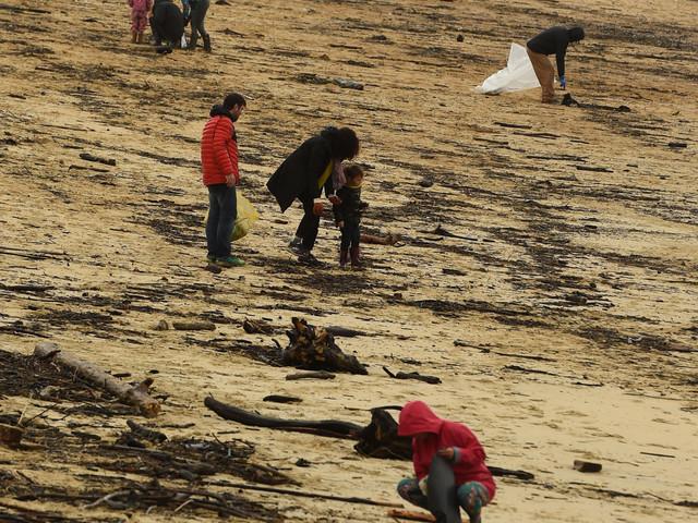 En Gironde, promeneurs et gendarmes chassent la cocaïne sur la plage