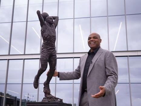 NBA: Charles Barkley honoré par les Sixers d'une statue à son effigie