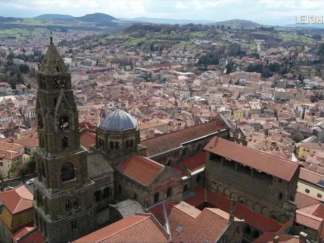 Cathédrale du Puy-en-Velay, le point de départ du pèlerinage de Compostelle