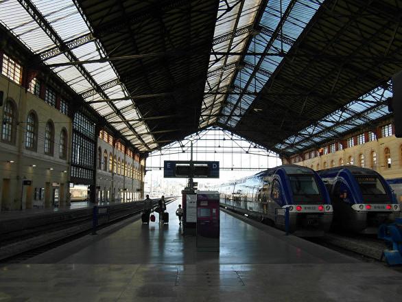 La police gaze les passagers dans la gare de Marseille lors de l'acte 18 (vidéo)