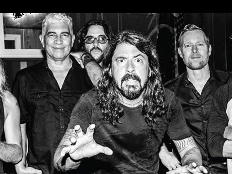 Foo Fighters : The Pretender (clip live officiel)